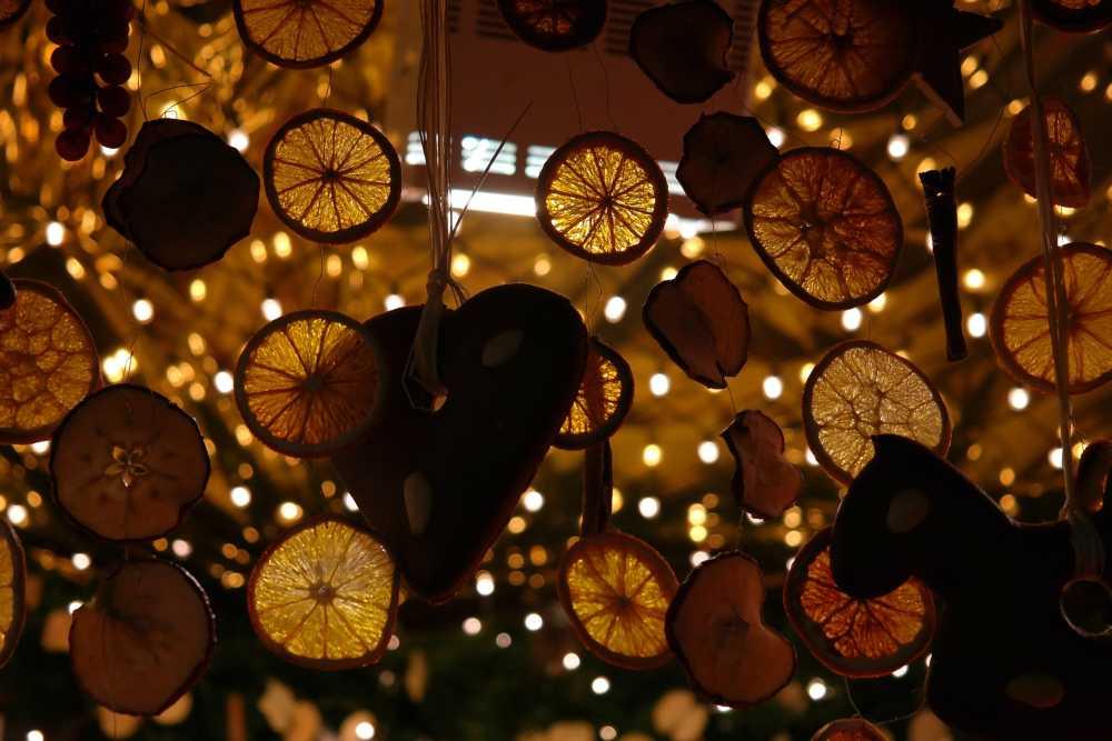 Geschmückter Weihnachtsstand, Pixabay_Hans_