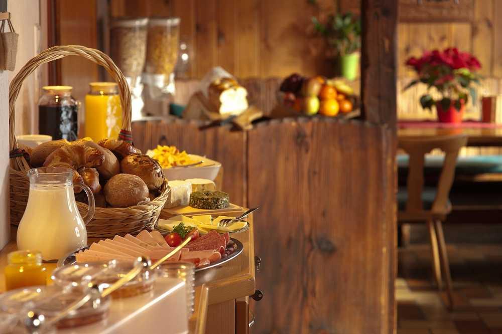 Frühstück nach Übernachtung, pixabay_Free-Photos